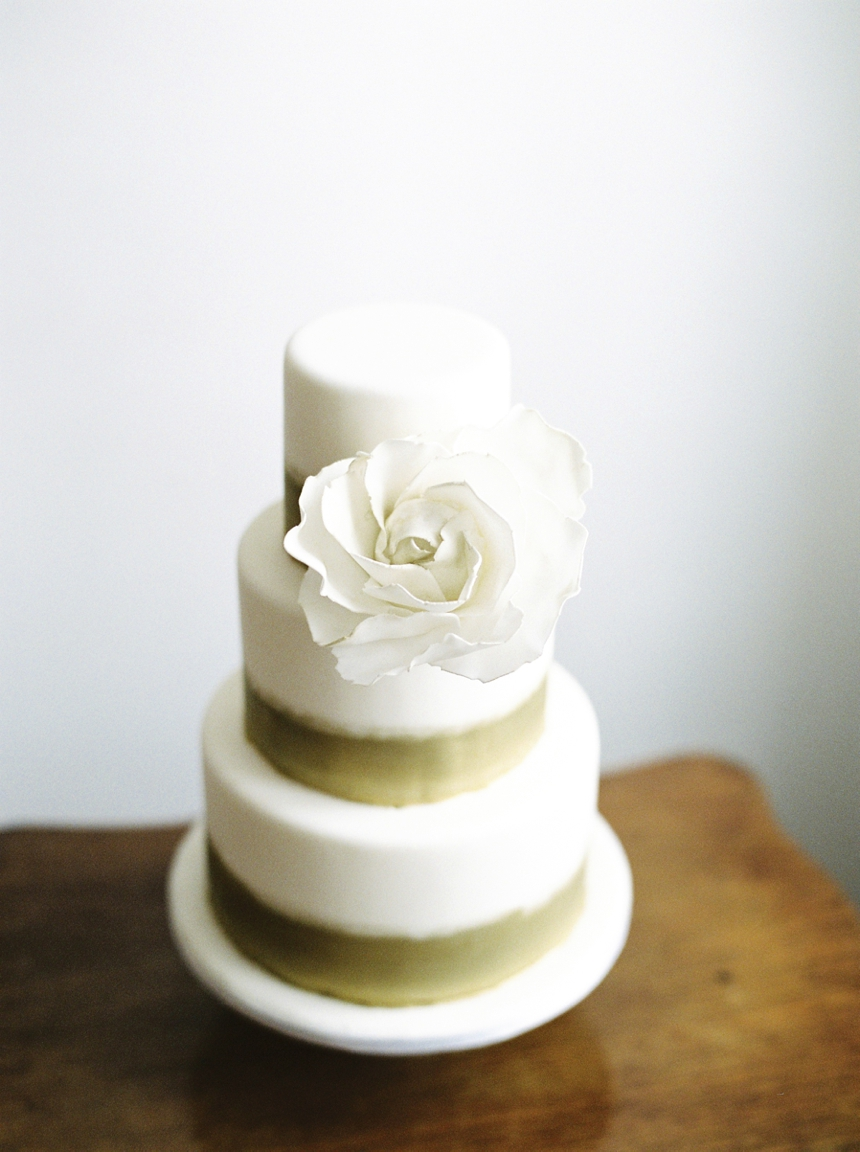beautiful wedding cake by christina krug from schnabulerie