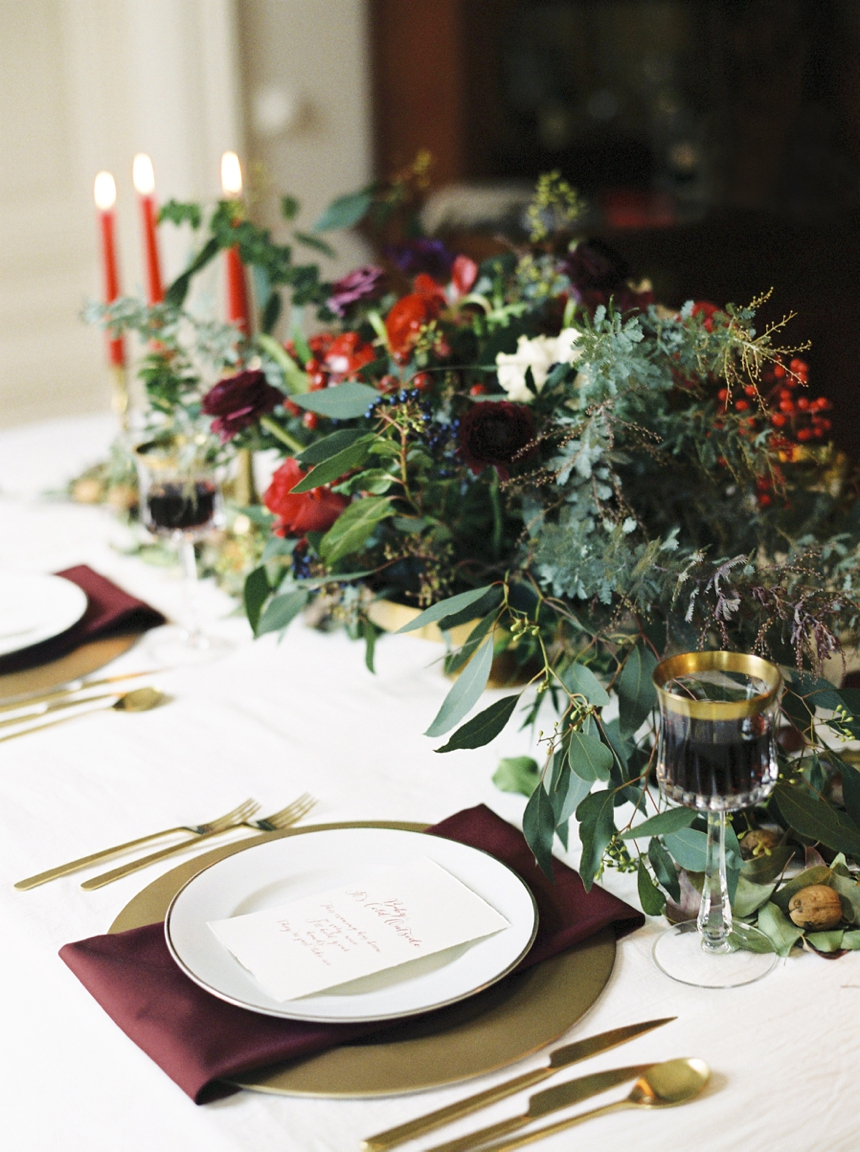 christmas table setting by elisabeth cardich captured by melanie nedelko