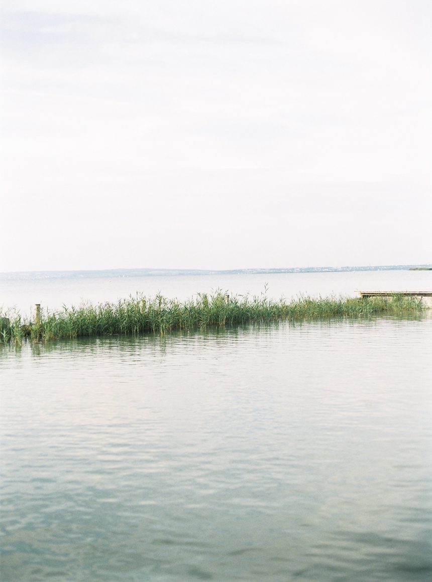 nautical_engagement_session_neusiedlersee_melanienedelko_filmphotography_