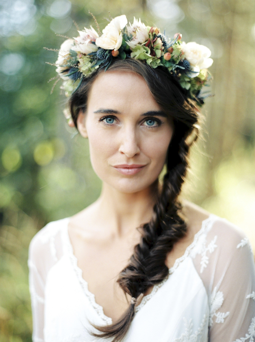 nature_bride_portrait_flower_wreath_wedding_photographer_melanienedelko