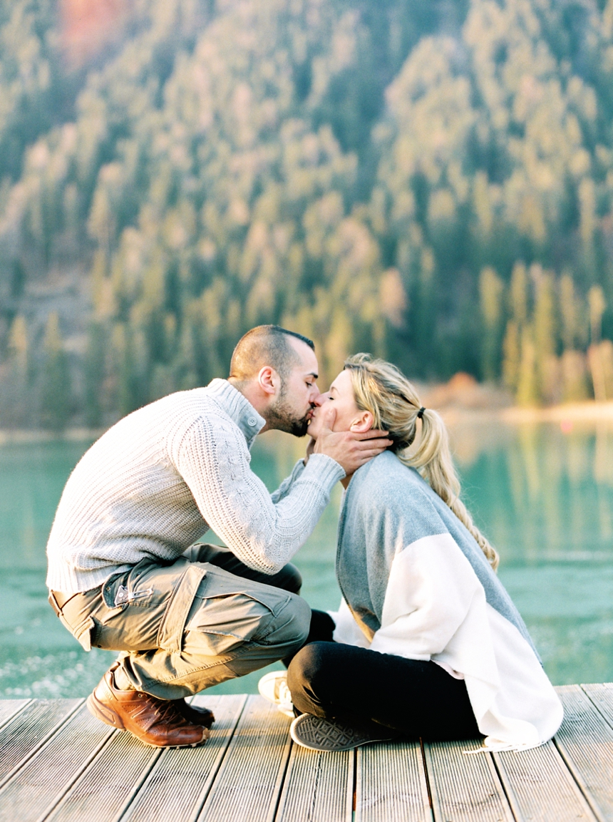 nature inspired couple session at lake Weissensee , Melanie Nedelko fine art photography